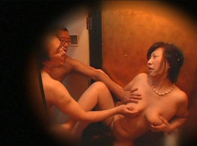 舐め続ける女 地味だけど舐めさせるとエロい眼鏡人妻の腕舐め!編【スマホなどSD】